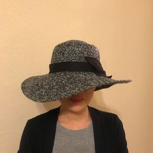 Jessica Simpson floppy hat with ribbon accent